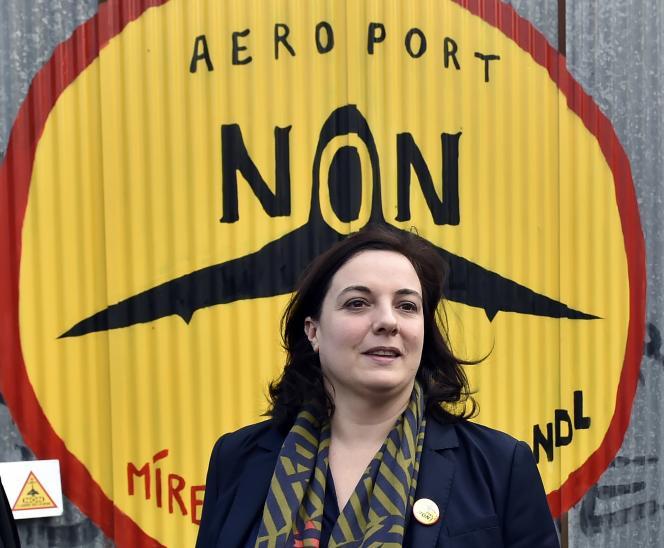 La secrétaire nationale d'Europe Ecologie-Les Verts demande au gouvernement de «prendre ses responsabilités» en stoppant le projet d'aéroport.
