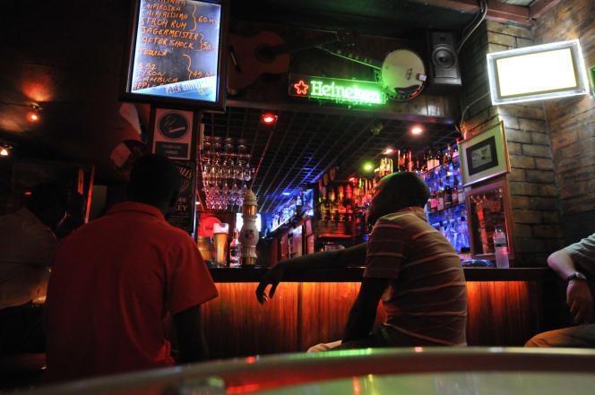Dans un bar du Mozambique, en 2009.