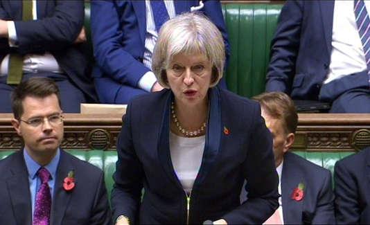 Dans cette capture de vidéo, Theresa May, la ministre de l'intérieur britannique, à la Chambre des communes, à Londres, mercredi 4 novembre 2015.