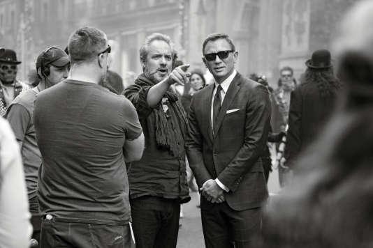 """Le réalisateur Sam Mendes et l'acteur Daniel Craig (James Bond) lors du tournage de """"Spectre"""" en 2015."""