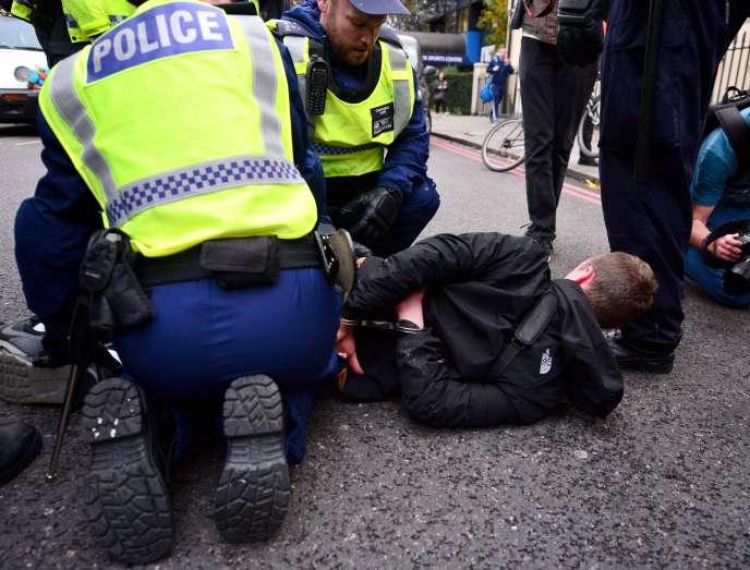 Arrestation lors d'une manifestation étudiante à Londres le mercredi 4 novembre.