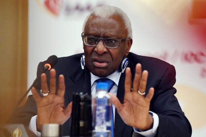 Le Sénégalais Lamine Diack, président de la Fédération internationale d'athlétisme (IAAF) pendant plus de quinze ans, a passé, en août, le témoin à 82 ans au Britannique Sebastian Coe.