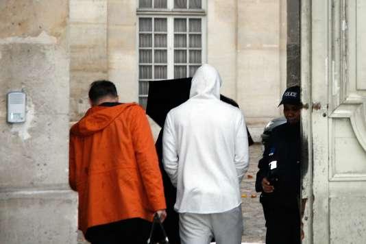 Karim Benzema arrivant à la PJ de Versailles, le 4 novembre 2015.