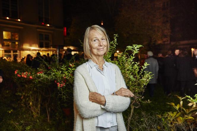 Françoise Nyssen, dans le jardin de l'hôtel particulier qui abrite les locaux parisiens d'Actes Sud, rue Séguier à Paris, mardi 3 novembre.
