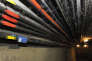 Des câbles de fibre optique dans les égouts de Paris. Le gouvernement voudrait que cette technologie de très haut débit fixe couvre une grande partie de la France d'ici 2022