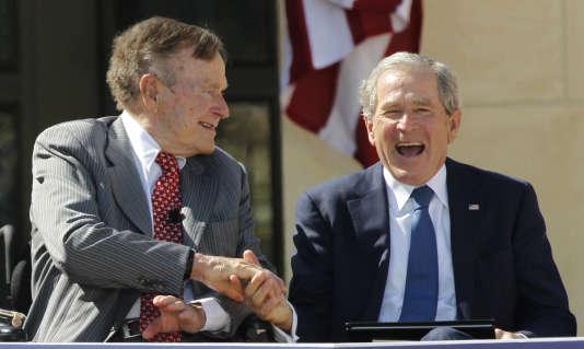 Le 41e président des Etats-Unis s'en prend de manière inattendue à Dick Cheney et Donald Rumsfeld, deux piliers de l'administration de son fils George W. Bush.