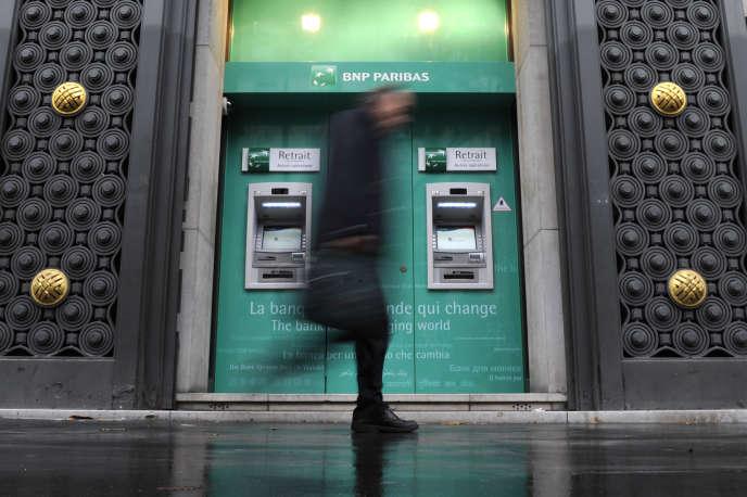 L'affaire des prêts en francs suisses a démarré entrele début de 2008 etlafin de2009, lorsque près de 6000foyers ont contracté des prêts dans la devise helvète, conçus par le Crédit mutuel, le Crédit agricole, et surtout BNP Paribas Personal Finance.