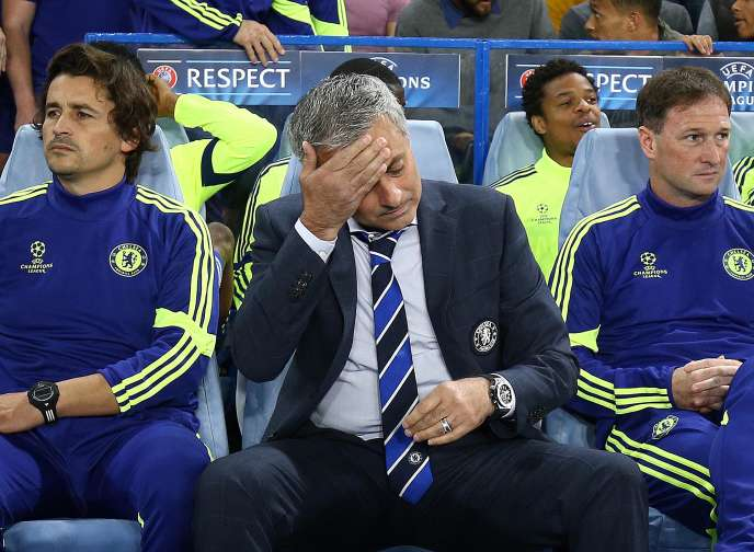 José Mourinho, lors du match contre Schalke04, en Ligue des champions, le 17 septembre à Londres.