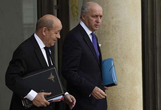 Jean-Yves le Drian et Laurent Fabius à la sortie du conseil de défense restreint, jeudi 5 novembre.