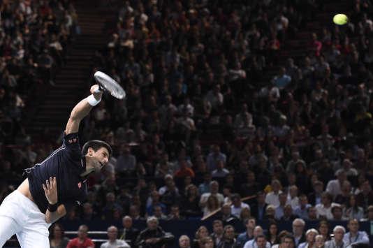 Le Serbe Novak Djokovic lors de la finale du Masters 1000 de Bercy contre le Canadien Milos Raonic, le 2 novembre 2014.