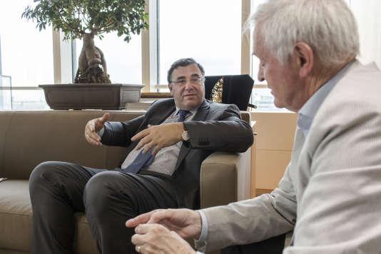 Entretien avec Patrick Pouyanné (à gauche) et Jean Jouzel (à droite).