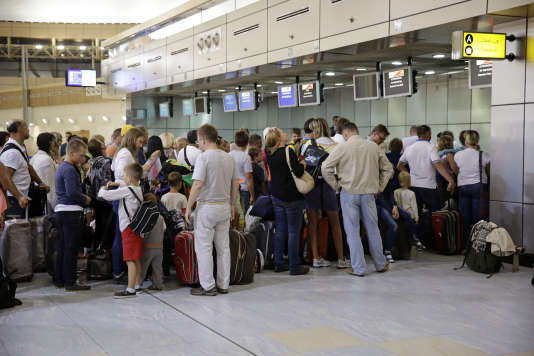 Des touristes russes à l'aéroport de Saint-Pétersbourg, le 5 novembre.