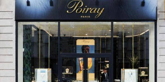 La boutique Poiray, place Vendôme, à Paris. Le nouveau propriétaire espère sortir la maison de joaillerie du rouge en 2016
