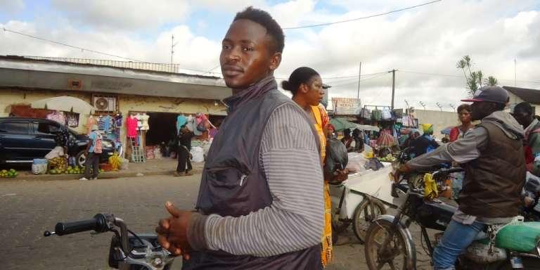 Un taximoto à Douala, en novembre 2015.
