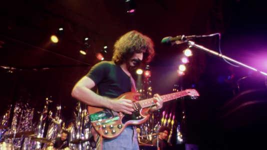 Frank Zappa en concert au Roxy, à Los Angeles, en décembre 1973.