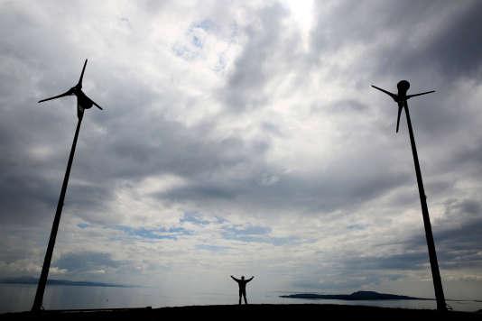 Eoliennes sur l'île écossaise d'Eigg, en mai 2014.