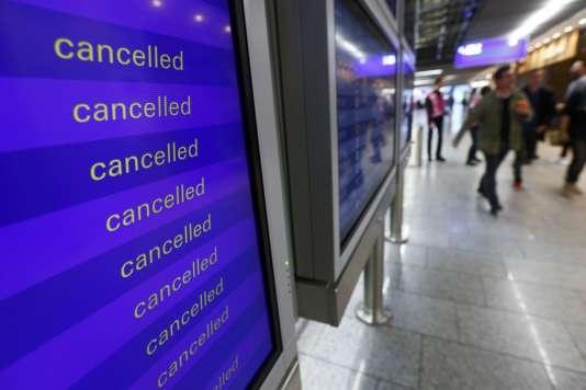 La cessation de travail par le personnel de cabine, pour des questions salariales principalement, concerne majoritairement des vols courts et moyen-courriers.