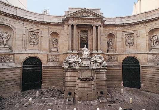 Façade sur la rue de Grenelle du Musée Maillol, montrant la Fontaine des quatre saisons sculptée en 1739-1745 par Edme Bouchardon qui a donné son nom à l'hôtel particulier qui loge le musée depuis 1995.