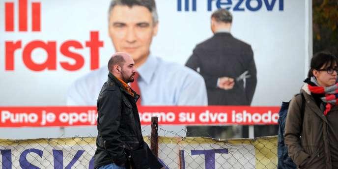 Affiche électorale dans les rues de Zagreb, le 6 novembre.