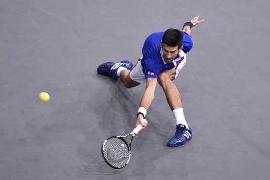 Novak Djokovic, lors de sa demi-finale face à Stan Wawrinka, samedi 7 novembre à Bercy.
