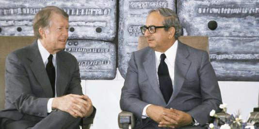 Cinquième dirigeant de l'Etat hébreu, entre 1978 et 1993, Yitzhak Navon (ici à droite au côté du président américain Jimmy Carter, en 1979) avait occupé plusieurs postes diplomatiques.