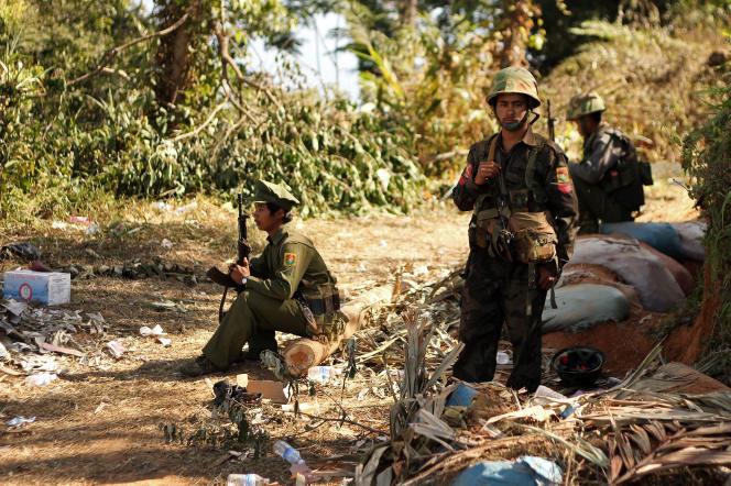 Des combattants de l'Armée pour l'indépendance kachin, dans le nord de la Birmanie en janvier 2013.