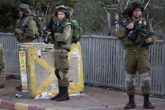 Des soldats israéliens près de Naplouse après l'attaque d'un palestinien début novembre.