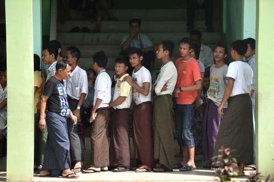 La hausse du produit intérieur brut (PIB) s'est tassée en 2017 à +5,9 % en Birmanie.