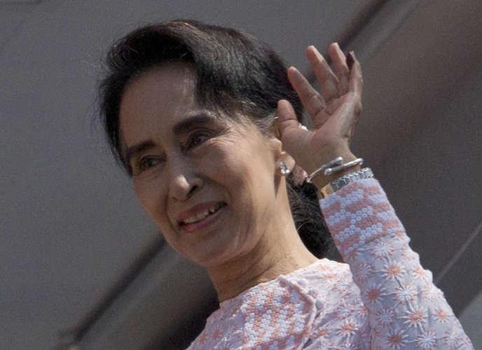 L'opposante birmane Aung San Suu Kyi, à la tête du parti donné vainqueur des élections législatives par le décompte partiel.