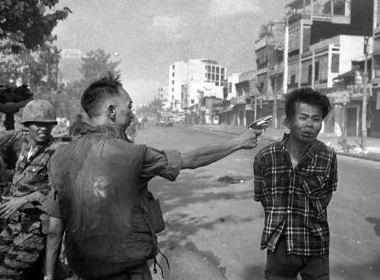 L'exécution d'un suspect vietcong par le général Nguyen Ngoc Loan, à Saïgon, en février 1968.