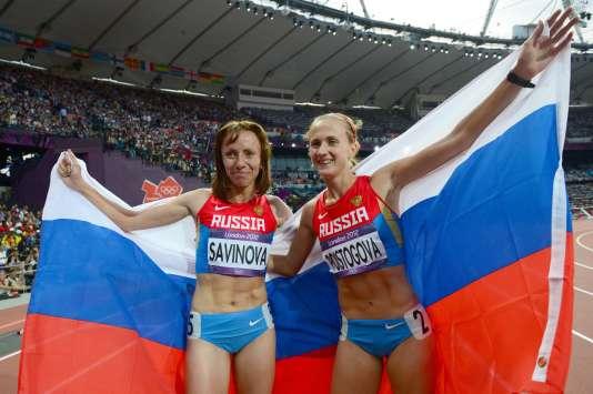 Mariya Savinova et Ekaterina Poistogova, médaillées d'or et de bronze aux 800 mètres lors des Jeux olympiques de Londres en 2012. Plusieurs athlètes russes de premier plan dont le passeport biologique présentait des données anormales depuis 2009 ou 2010 ont participé à ces JO.