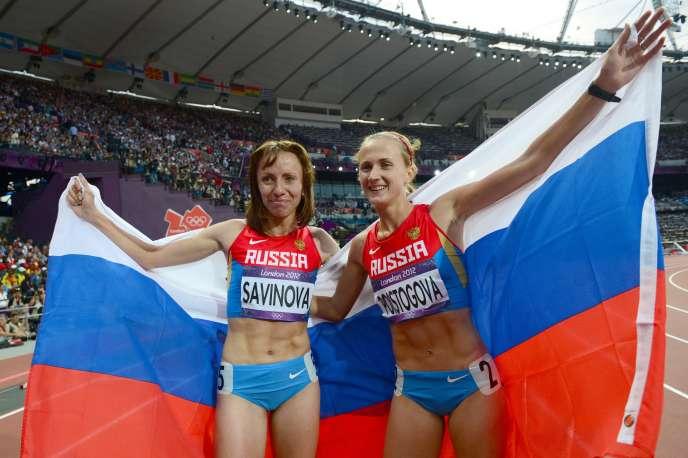 La championne olympique du 800 m Maria Savinova et la médaille de bronze Ekaterina Poistogova à Londres en 2012.