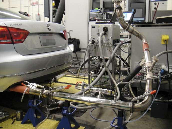 Des moteurs diesel de Volkswagen sont testées à l'université de Virginie (Etats-Unis), le 4novembre.