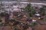 La petite ville de Bento Rodrigues, dans l'Etat de Minas Gerais, a été ensevelie sous la boue et les déchets contaminés, jeudi 5 novembre, après que deux barrages retenant les eaux usées d'une mine de fer voisine ont cédé.