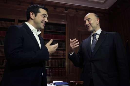 Le commissaires européen aux affaires économiques, Pierre Moscovici, et le premier ministre grec, Alexis Tsipras, à Athènes, en novembre 2015.