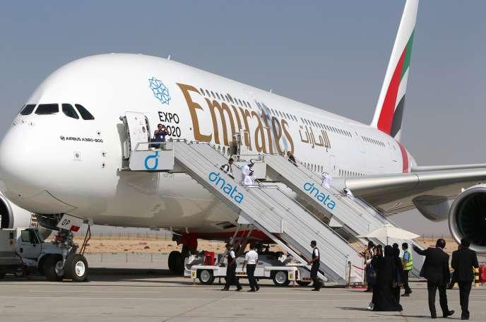 Un Airbus A380 aux couleurs d'Emirates au Dubaï Airshow, le 9 novembre 2015.