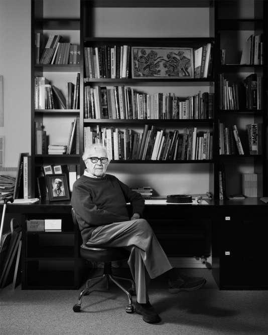 John G. Morris à son domicile parisien, en 2015.