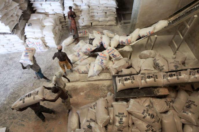 Les entrepôts de farine du groupe Dangote, à Lagos.