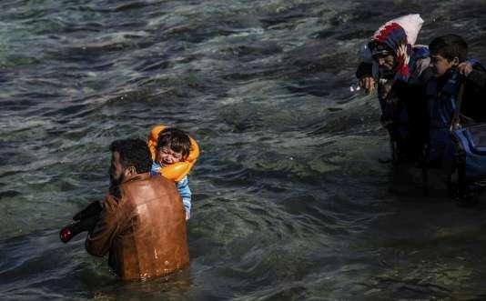 Un enfant secouru au large d'Izmir, le 8 août.
