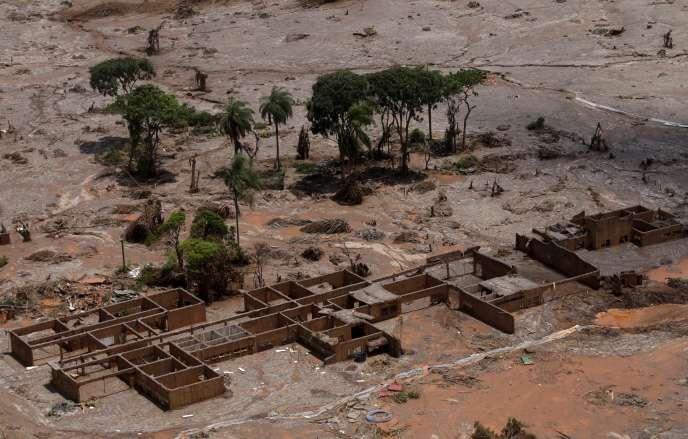 Les restes d'une école municipale du district Rodrigues, après la coulée de boue qui a dévasté l'Etat Minas Gerais, au Brésil.
