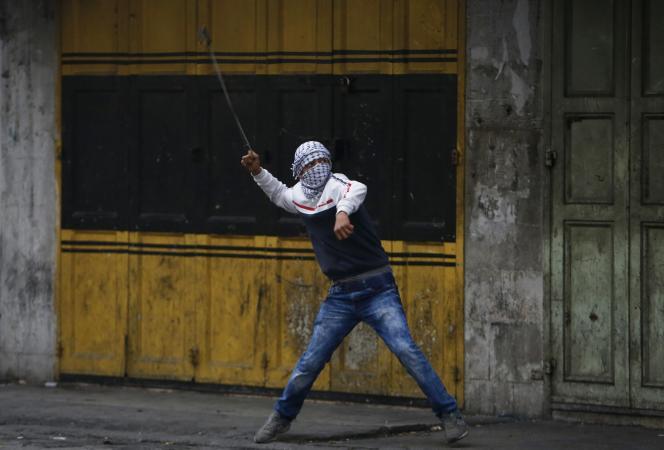Manifestation de Palestiniens pour récupérer les corps de leurs morts, le 10 novembre à Hébron.