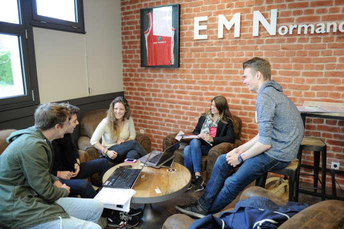 Etudiants de l'Ecole de management de Normandie.