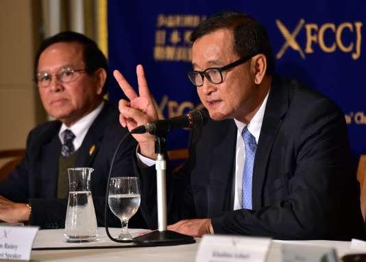 Sam Rainsy s'adresse à la presse à Tokyo le 10 novembre.