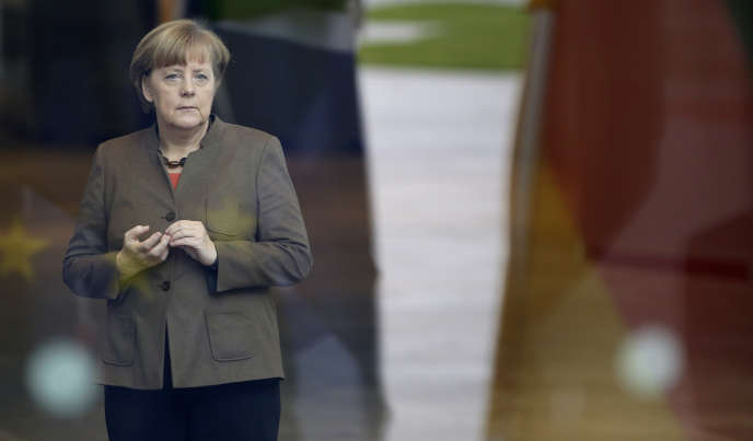 La chancelière allemande Angela Merkel attend l'arrivée du président sud-africain, Jacob Zuma à Berlin, en novembre 2015.