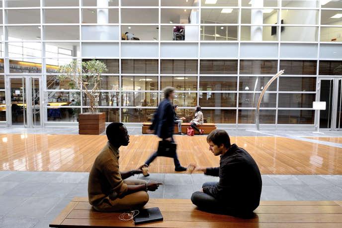 A l'école de commerce Audencia de Nantes, en2013. L'école dispense depuis 2008 un double diplôme école de commerce-école d'ingénieurs proposé notamment avec Centrale Nantes.