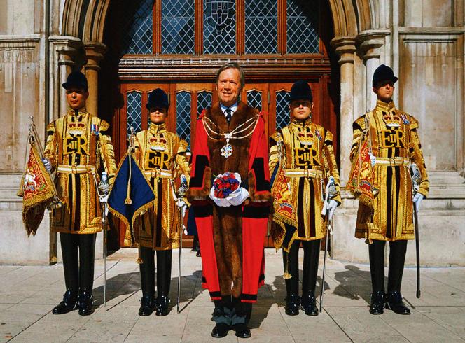 A l'issue d'un scrutin où les entreprises sont majoritaires en voix, Jeffrey Evans, quatrièmebaron Mountevans (ici devant le palais Guildhall), a été élu le 688elord-maire de la City.