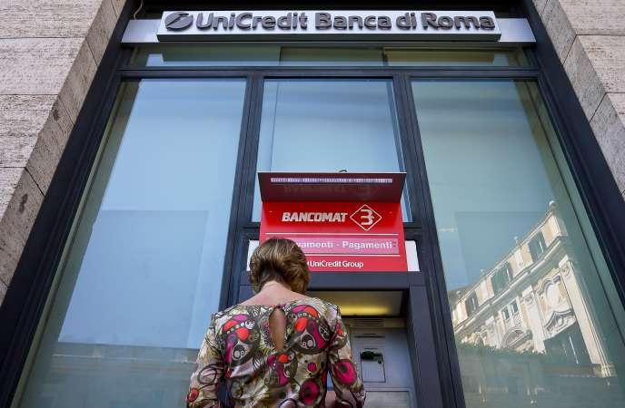 La banque italienne a prévu de fermer 500 agences d'ici à 2023.