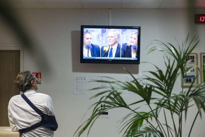 Dans les locaux de «La Voix du Nord», lors du débat entre Xavier Bertrand, Marine Le Pen et Pierre de Saintignon, le 27octobre.