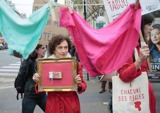 Lors d'une manifestation contre la «taxe tampon», à Paris le 11novembre.