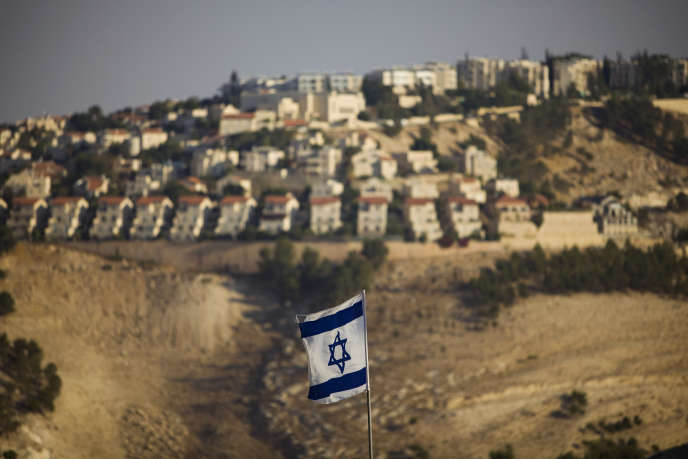 Devant la colonie de Maale Adumim, en Cisjordanie, en 2009.